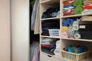 Kleiderschrankregale – für Ordnung im Kleiderschrank