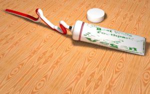 Zahnpastaflecken entfernen
