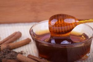 Honigflecken entfernen