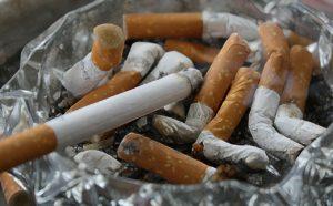 Nikotinflecken entfernen