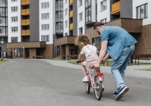 Unfallgefahr für Kind ohne Fahrradhelm